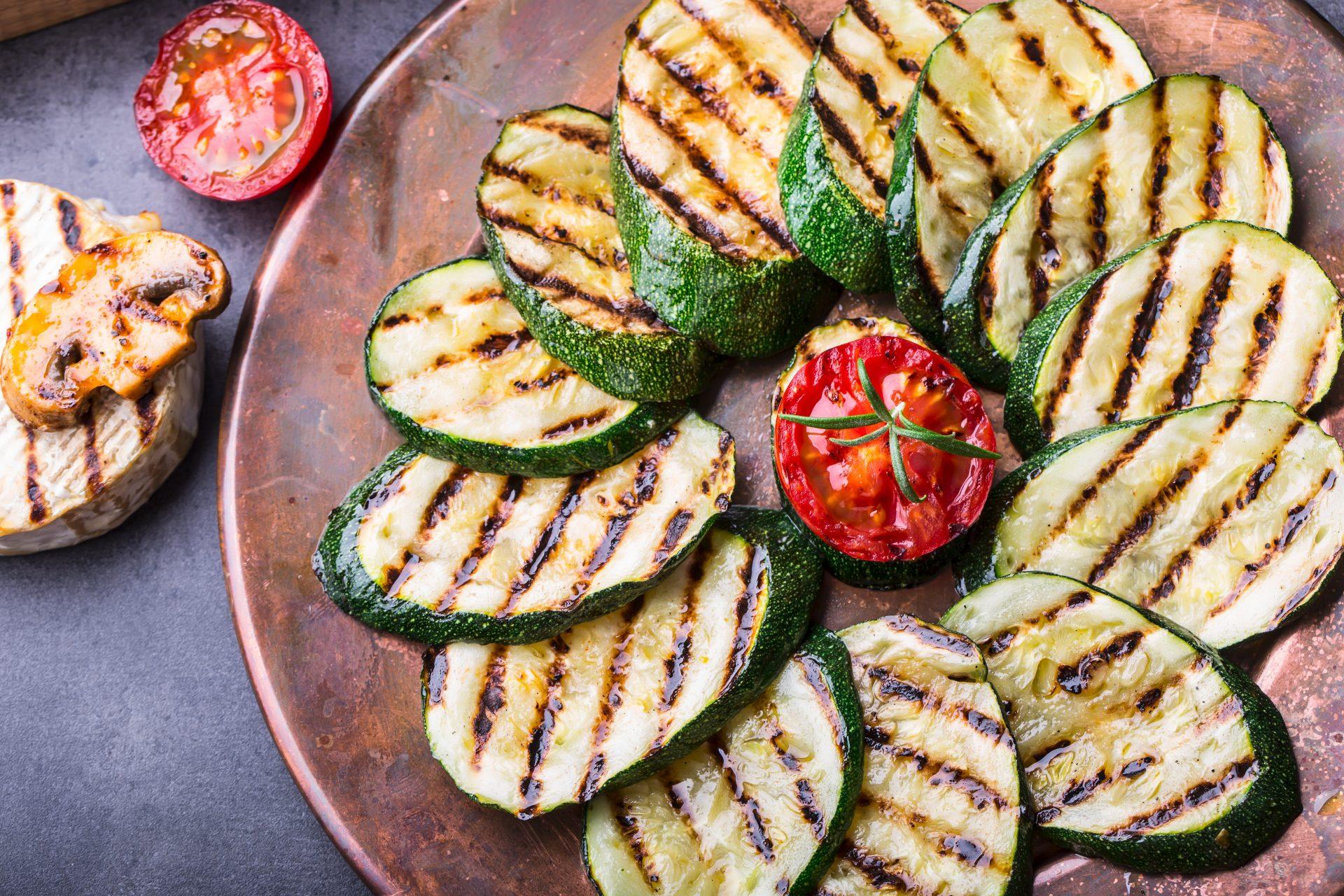 Zucchini und Tomaten